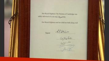 El documento oficial con el anuncio del nacimiento del bebé real. (Foto: BBC)