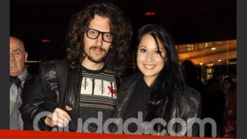 Emme, su riñonera y su novio. (Foto: Jennifer Rubio-Ciudad.com)