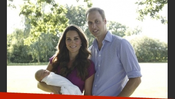 La primera foto oficial del príncipe William, Kate Middleton y el pequeño George (Foto: Web).