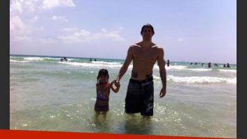 Amalia Granata disfruta de sus vacaciones junto a su novio e hija (Foto: Twitter).