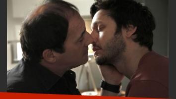 Así será el beso entre Guillermo y Pedro. (Foto: Prensa El Trece)