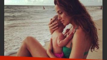 Débora Bello y una foto súper tierna junto a Nina en Twitter.