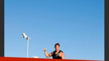 Nicolás Vázquez, extremo: ¡a full con el flyboard! (Foto: Twitter).