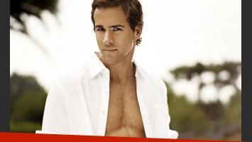 Ryan Reynolds debió desnudarse en un avión luego que una mujer le vomitara encima. (Foto: Web)