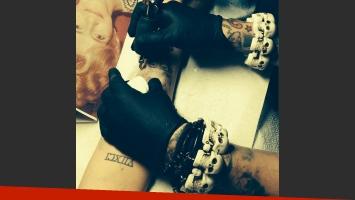Miley Cyrus se tatuó el rostro de su abuela en el brazo. (Foto: Instagram.com/thekatvond)