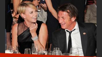 Sean Penn y su gran prueba de amor a Charlize Theron. (Foto: Web)