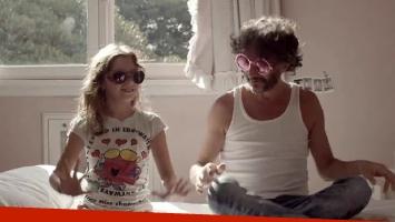 Fito Páez y su hija Margarita en el video que lleva el nombre de la niña. (Foto: Captura video)