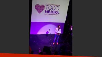 Benjamín Vicuña recibió el premio Todo Mejora, en Chile. (Foto: Twitter)