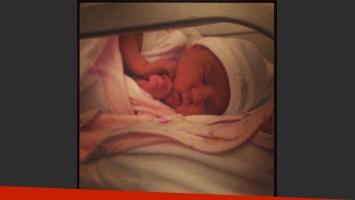 Tamara compartió una tierna foto de la recién nacida (Foto: Twitter).
