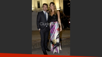 Paula Chaves y Peter Alfonso, muy elegantes. (Foto: Jennifer Rubio-Ciudad.com)