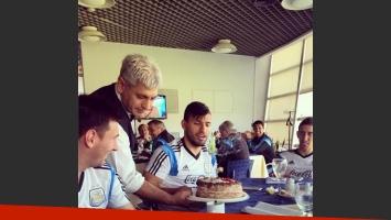 El festejo de cumpleaños del Kun junto a la Selección. (Foto: Web)
