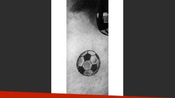 El resultado: tatuaje de Cayetano (Foto: Facebook Perros de la calle)