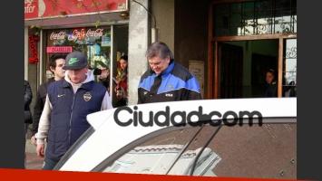 Luis Ventura y Nahuel Ventura salen del registro civil de Córdoba, tras anotar a Antonio Ventura. (Foto: PC3)