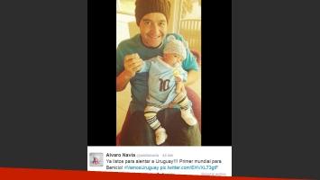 Alvaro Navia y Benicio viendo a Uruguay en el Mundial (Foto: Twitter)