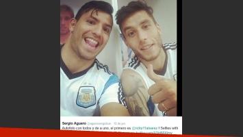 El Kun Agüero con Ricky Alvarez. (Foto: Twitter @aguerosergiokun)