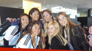 Antonella Roccuzzo, Evangelina Anderson y Gisela Dulko: aliento y belleza en la semifinal del Mundial. (Foto: Instagram)