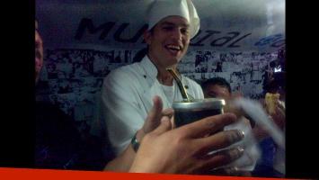 Ashton Kutcher en Brasil por el Mundial. (Foto: Twitter @MundialAndando)
