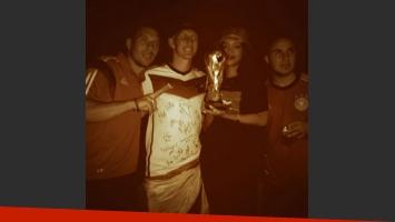¡Qué veleta! Rihanna alentó a la Argentina pero festejó con los jugadores alemanes. (Foto: Twitter Rihanna)