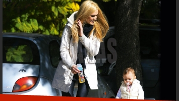 Viviana Canosa y su hija, Martina: paseos con looks composé. (Foto: revista Caras)