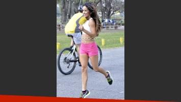 Lourdes Sánchez, actividad al aire libre y poses sexies (Foto: Jennifer Rubio)