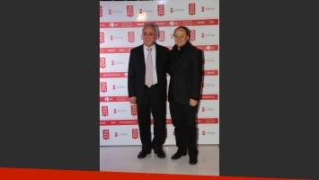 El presidente de la fundación, Pedro Cahn, y Pablo Codevilla, en la gala por los 25 años de Fundación Huésped. (Foto: Consuelo Oppizzi)