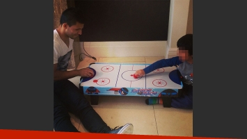 Kun Agüero se reencontró con su hijo en Inglaterra  (Foto: Instagram)