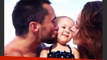 Diego Torres, Nina y Débora Bello: postal solidaria para UNICEF (Foto: Twitter).