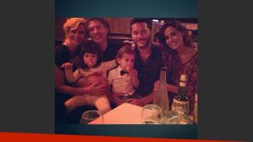 Adrián Suar y Diego Torres compartieron una cena con sus familias (Foto: Twitter).