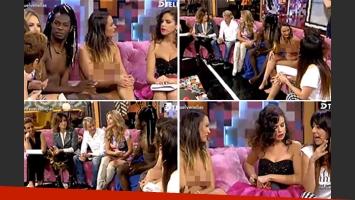La bizarra entrevista a la pareja desnuda en España. (Foto: Captura video Telecinco)