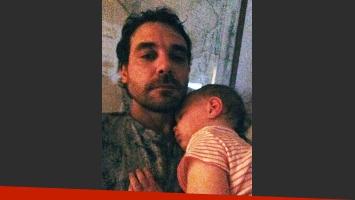 Alfonso compartió una dulce imagen con Olivia (Fotos: Ideas del Sur y Twitter).