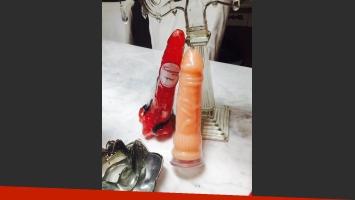 Eugenia Ritó eligió varios juguetes sexuales y disfraces para obsequiar en Navidad (Fotos: Twitter).