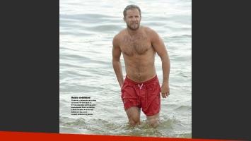 Nico Riera en las playas de Mardel. (Foto: revista Gente)