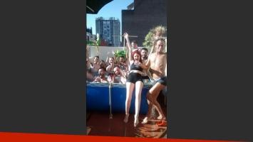 El divertido festejo de Karina K y Cynthia Manzi (Foto: Twitter)