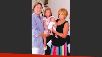 Fernanda Vives presenta a su hijo Rocco Cobelli. (Foto: revista Caras)