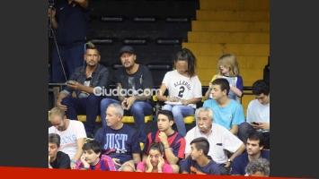 Marcelo Tinelli, en familia alentó al equipo de básquet de San Lorenzo. (Foto: Movilpress)