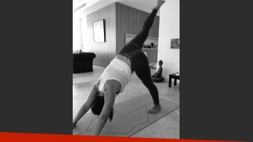 Gianinna Maradona haciendo yoga (Foto: Twitter)