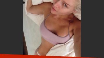 Alexandra Larsson, selfie sexy y divertida en ropa interior. (Foto: Instagram)