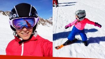 Pamela David y su hija Lola en la nieve: la primera clase de ski de la niña (Foto: Twitter)