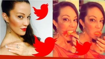 Miriam Lanzoni y su queja en los Premios Carlos: se quedó con hambre… ¡y terminó comiéndose una flor! Foto: Twitter