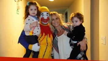 ¡Famosos con Piñón Fijo! Sabrina Rojas, sus hijos y un divertido show en familia.