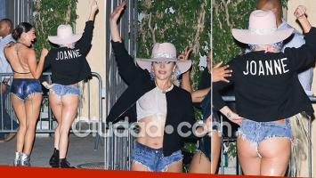 ¡Ah, bueno! El atrevido look de Lady Gaga en las calles de Nueva York: ¡micro short de jean y remera blanca sin corpiño! (Foto: Grosby Group)