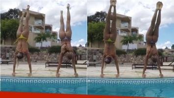 Virginia Gallardo y Noelia Marzol lucieron sus lo-ma-zos en Carlos Paz haciendo la vertical. Foto: Instagram