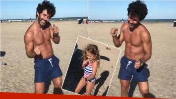 El baile sexy de Mariano Martínez, a puro abdominal... ¡y la divertida burla de su hija Olivia! Foto: Instagram