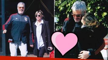 ¡Romance al sol! Roberto Pettinato, mimos en la calle con su joven novia periodista, 26 años menor. Foto: revista Paparazzi