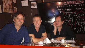 Los protagonistas de Un rato con él, junto al productor Nacho Laviaguerre.