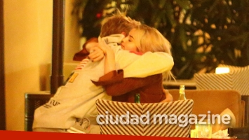 ¡Reconciliadísimos! Justin Bieber y Selena Gomez, muy mimosos tras asistir a misa en Beverly Hills. (Foto: Grosby Group)