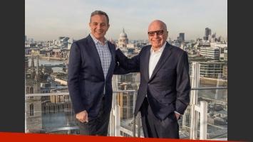El presidente de Disney, Robert Ige, y el presidente de Fox, Rupert Murdoch. (Foto: EFE)