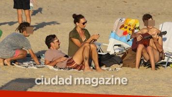 Catarina Spinetta y Nahuel Mutti, un amor de más de dos décadas: sus días en la playa con sus tres hijos. Fotos: GM Press Punta