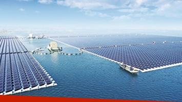 China construye la planta solar flotante más grande del mundo