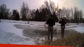 Caballo cayó a un lago congelado y su rescate fue de película